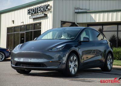 Tesla Model Y (Gray)
